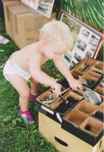 eilemarkt Kind mit Ersatzteilen 001